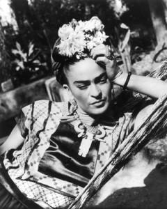 Frida Kahlo in una fotografia del 1950 circa