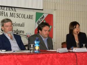 Da sinistra, Mario Melazzini (AISLA), Alberto Fontana (UILDM) e Francesca Pasinelli (Telethon) alle recenti Manifestazioni Nazionali UILDM