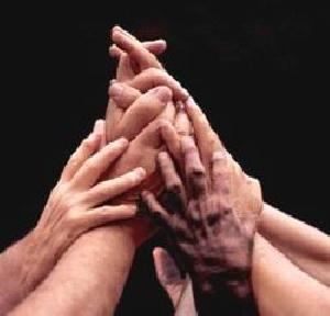 Immagine di mani unite