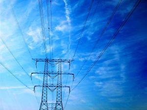 Tralicci e fili energia elettrica
