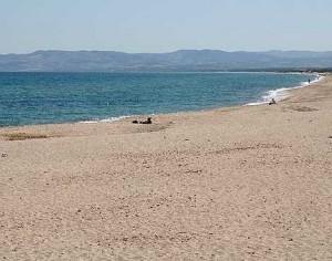 Una bella immagine della spiaggia e del mare di Platamona