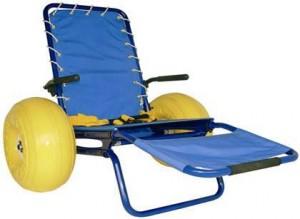 Esempio di sedia JOB, il sussidio specifico che permette l'accesso all'acqua alle persone con disabilità motoria
