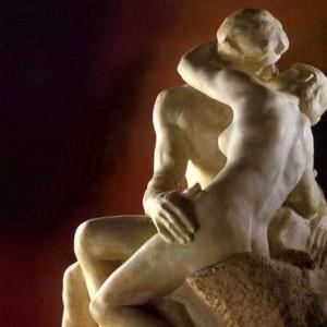 """Auguste Rodin, """"Il Bacio (Le Baiser)"""", marmo, 1888-1889, Musée Rodin, Parigi."""