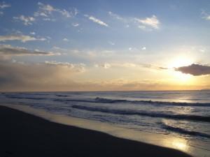 Un tramonto sul mare di Marina di Pisa. Fotografia scattata dai ragazzi del corso di fotografia dell'ANFFAS di Pisa [tratta da informareunh.it]