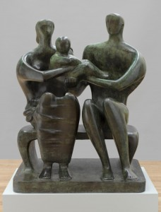 Henry Moore, Gruppo di famiglia , bronzo, 1950, Barclay School, Stevenage.