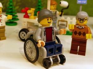 Il personaggio in sedia a rotelle recentemente prodotto dalla Lego.