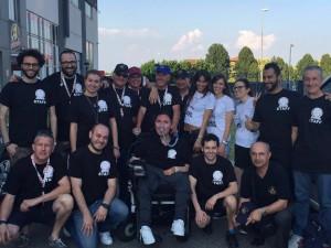 Michele Sanguine con i tanti amici e volontari che hanno contribuito all'iniziativa.