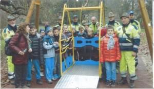 La giostra inclusiva Grenoble, presso il Parco Bramante, ad Asti.